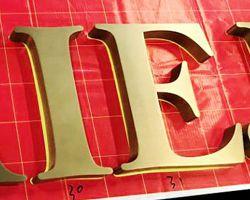 litery z mosiądzu ze stali nierdzewnej