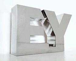 design litery ze stali nierdzewnej rzeźby typografia
