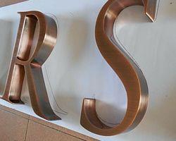 litery z miedzi litery ze stali nierdzewnej litery miedziowane litery patynowane